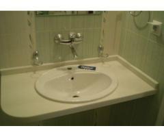 Плот за баня от мрамор, гранит, тихнически камък